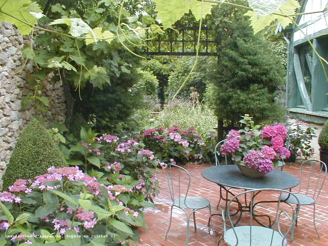 le jardin m diterran en. Black Bedroom Furniture Sets. Home Design Ideas