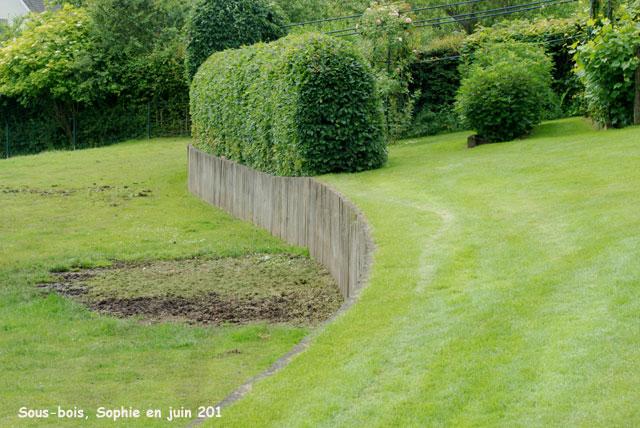 Muret bois jardin construire un muret en bois ud galets - Construire un muret de jardin ...
