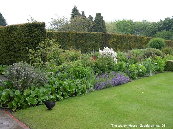 Les mixed borders manor house for Jardin anglais mixed border